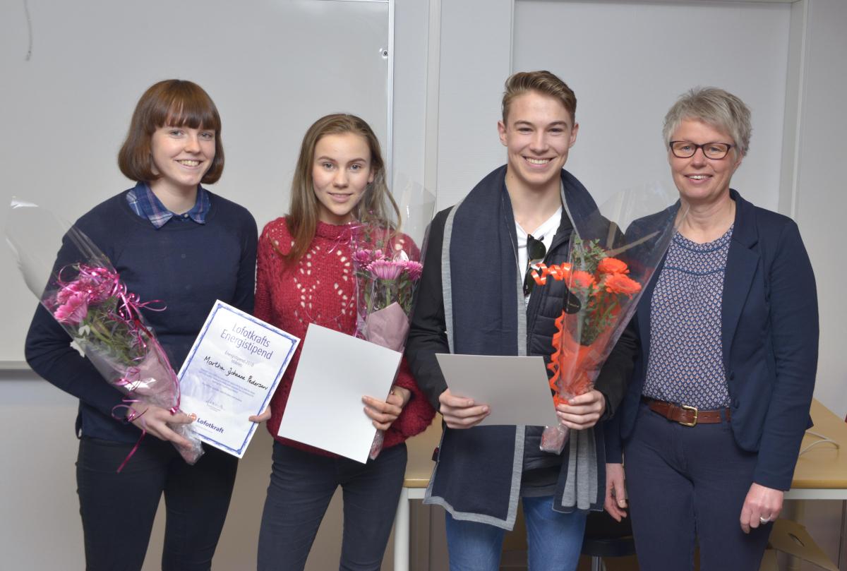 Sju elever i Lofoten fikk 5.000 kroner i stipend.