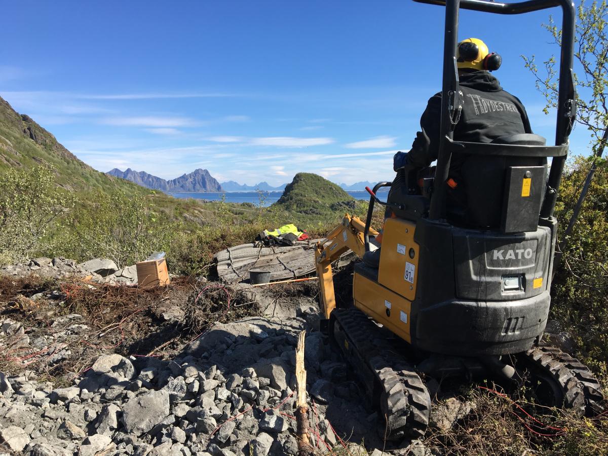 Varsko her! Sprengningsarbeid mellom Solvær og Kabelvåg. Musikk i ørene kan skape farlige situasjoner