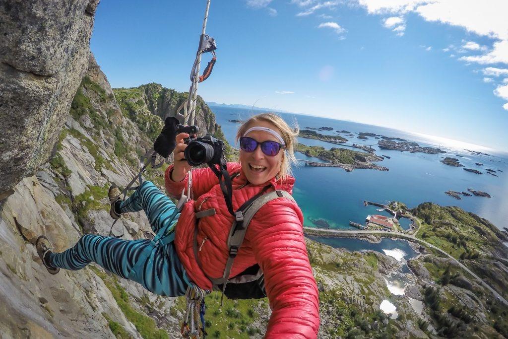 Kristin Folsland Olsen i klatreveggen ved Festvåg.