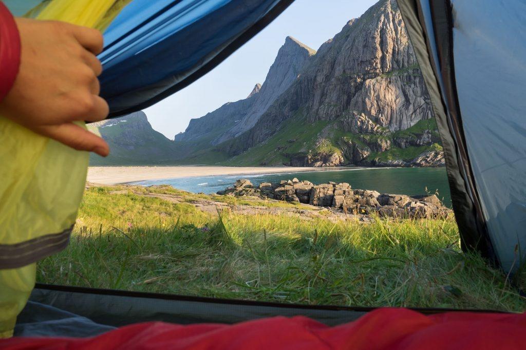 Utsyn fra teltåpningen på Horseid.
