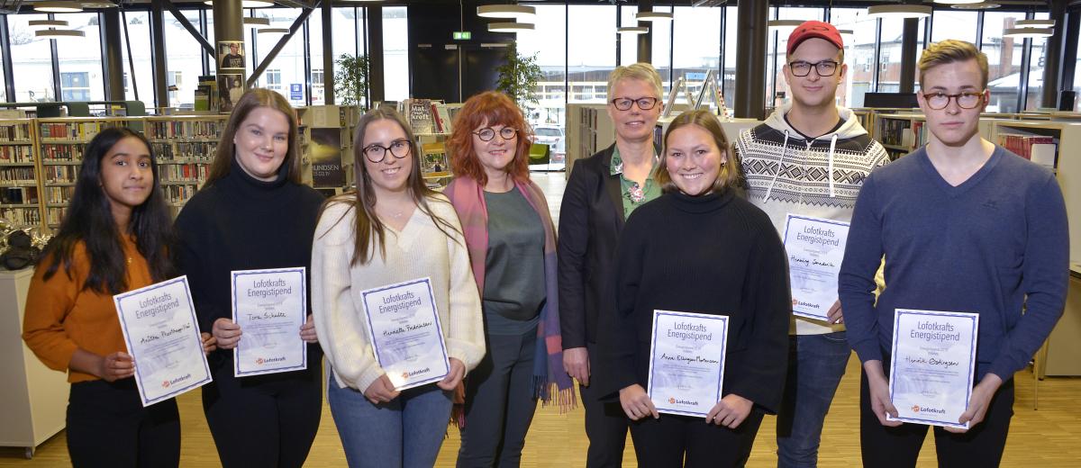 Sju elever mottok 5.000 kroner i Lofotkrafts Energistipend.