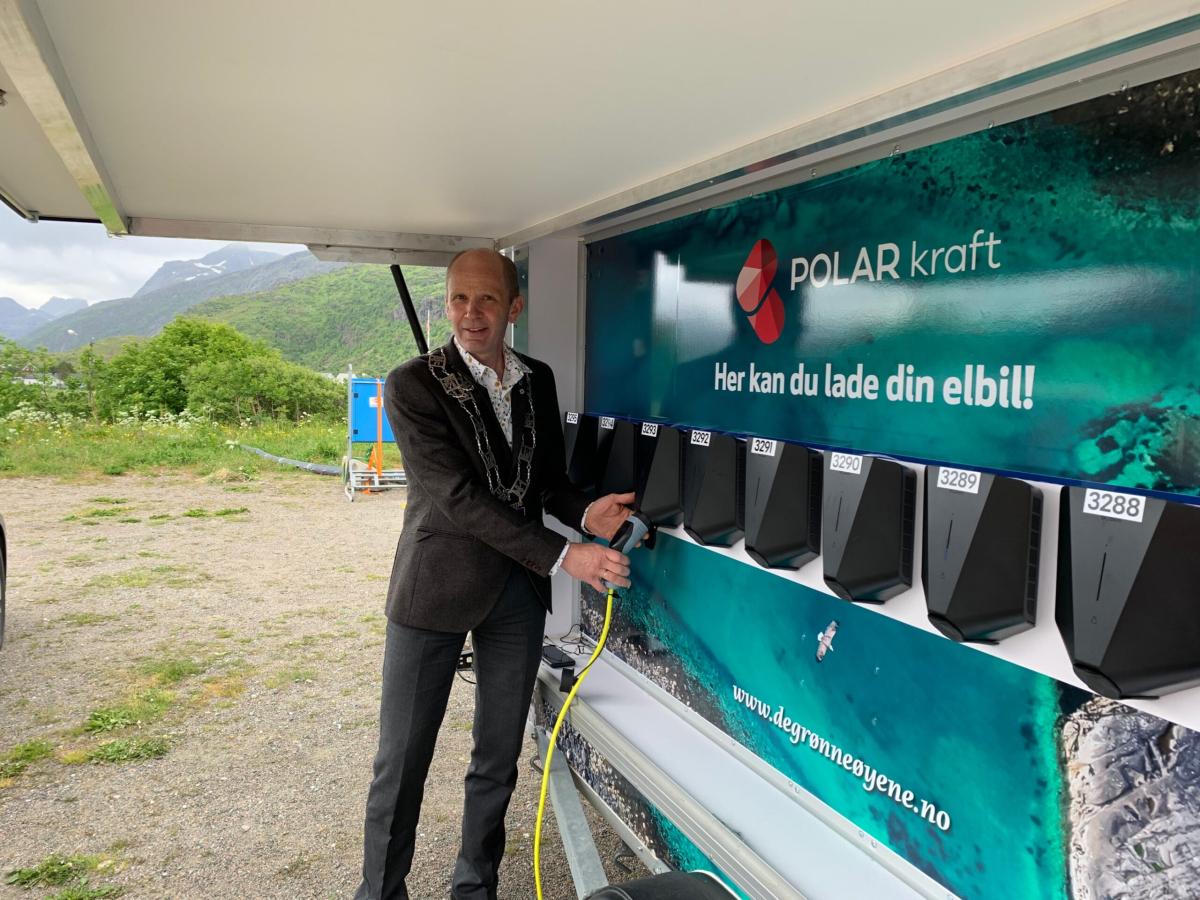 I sommer kan du lade elbilen din på Fredvang
